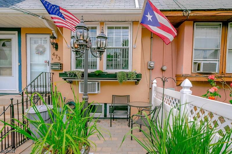 Maison unifamiliale pour l Vente à 473 Fay Avenue Elizabeth, New Jersey 07202 États-Unis