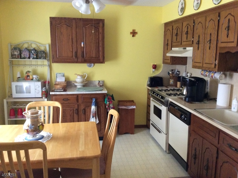 Additional photo for property listing at 155 S 7th Avenue  Manville, Нью-Джерси 08835 Соединенные Штаты