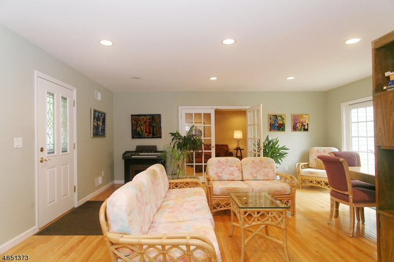 Additional photo for property listing at 1 Pilgrim Drive  Succasunna, New Jersey 07876 United States