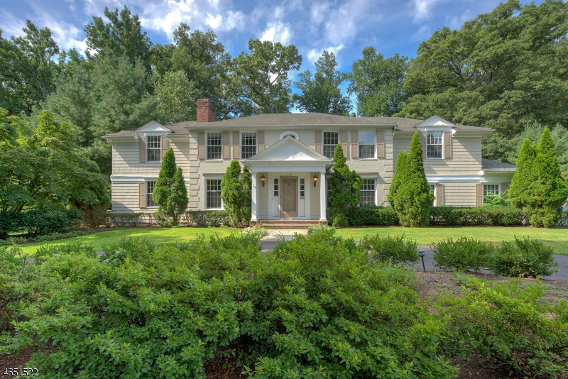 独户住宅 为 销售 在 739 Lawrence Avenue 韦斯特菲尔德, 07090 美国