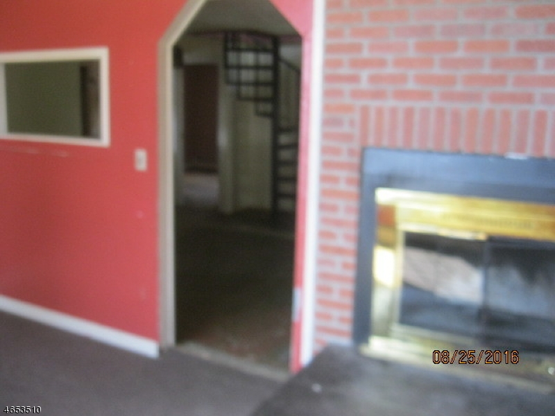 Additional photo for property listing at 2 BOOMER Road  Hopatcong, Нью-Джерси 07843 Соединенные Штаты