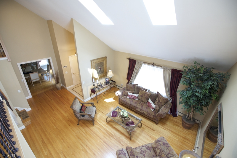 Additional photo for property listing at 880 Rifle Camp Road  Woodland Park, New Jersey 07424 États-Unis