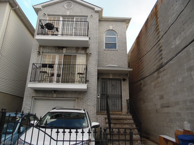 Многосемейный дом для того Продажа на 86 Vanderpool Street Newark, Нью-Джерси 07114 Соединенные Штаты