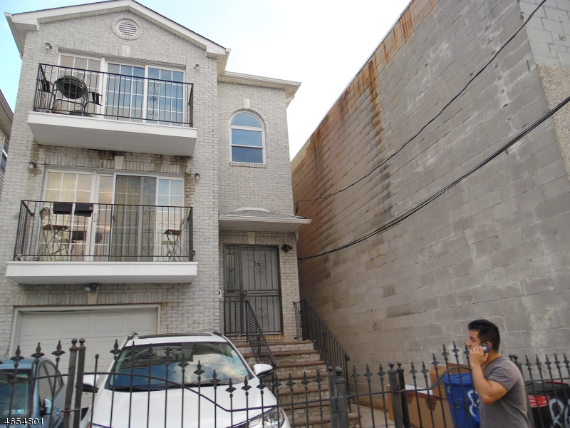 Additional photo for property listing at 86 Vanderpool Street  Newark, New Jersey 07114 United States