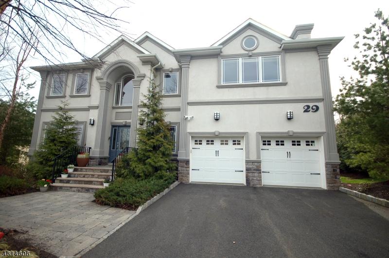 Maison unifamiliale pour l Vente à 29 Haggerty Drive West Orange, New Jersey 07052 États-Unis