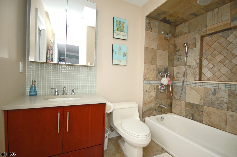 Additional photo for property listing at 29 Haggerty Drive  West Orange, New Jersey 07052 États-Unis