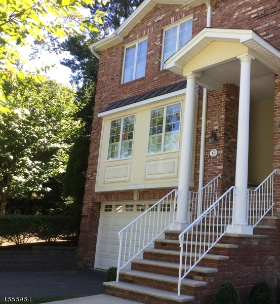 Частный односемейный дом для того Аренда на 12 Skymark Court Saddle River, Нью-Джерси 07458 Соединенные Штаты