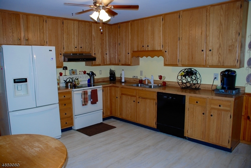 Additional photo for property listing at 222 Powderhorn Drive  Phillipsburg, 新泽西州 08865 美国