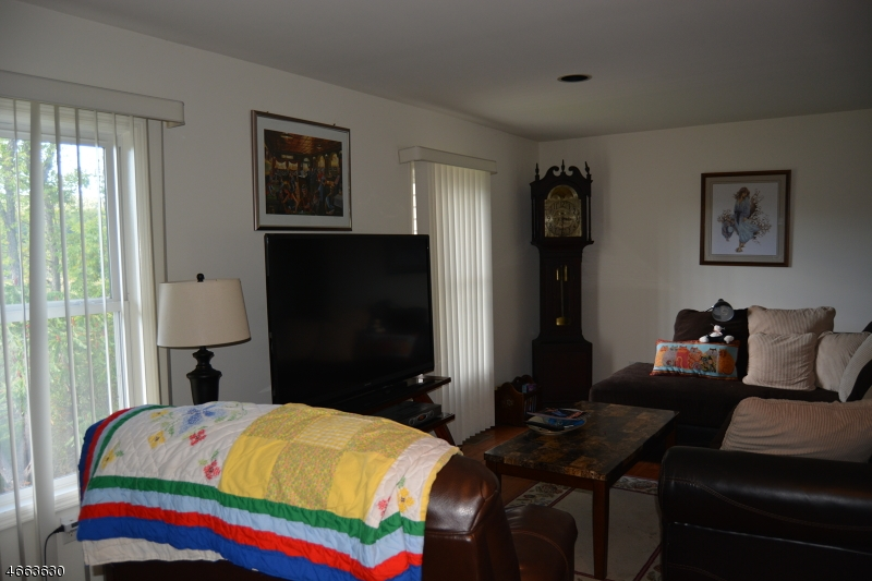 Additional photo for property listing at 4 Clubhouse Road  Hamburg, Nueva Jersey 07419 Estados Unidos