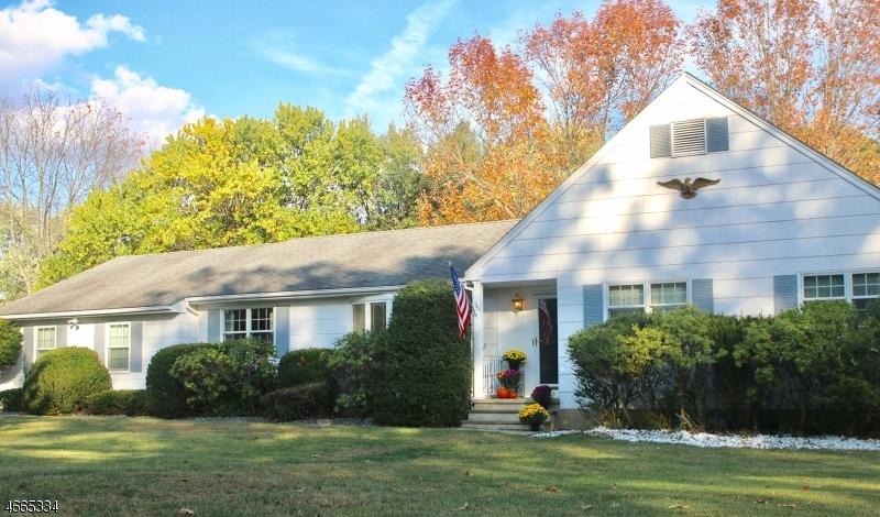 Maison unifamiliale pour l Vente à 720 Country Club Road Bridgewater, New Jersey 08807 États-Unis