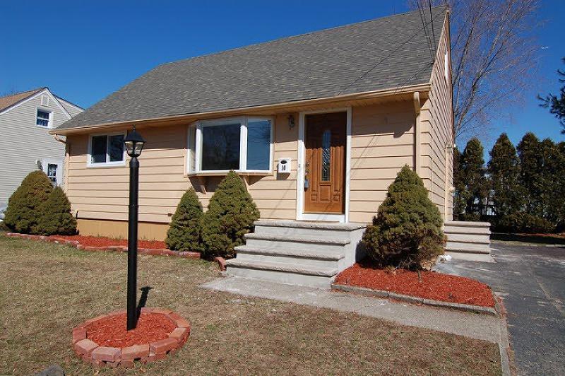 独户住宅 为 出租 在 10 Wallace Lane 伍德兰帕克, 07424 美国