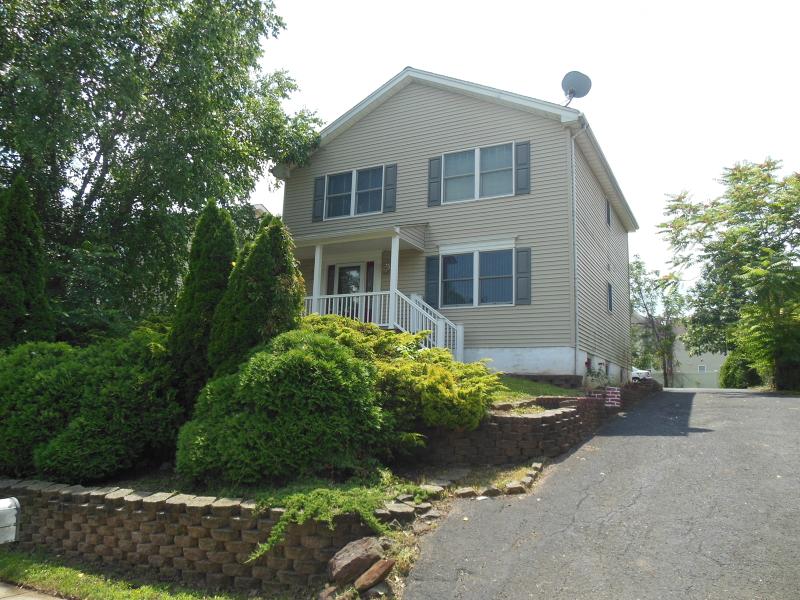 Многосемейный дом для того Продажа на 415 Raritan Avenue Raritan, 08869 Соединенные Штаты