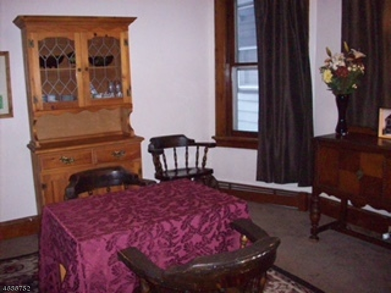 Casa Unifamiliar por un Alquiler en 338 N 8th Street Haledon, Nueva Jersey 07508 Estados Unidos