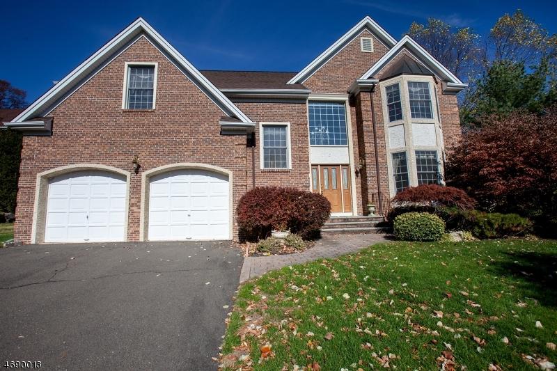 独户住宅 为 销售 在 2 McGuire Court 蒙特维尔, 新泽西州 07645 美国