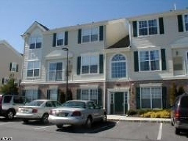 Частный односемейный дом для того Аренда на 26 Limerick Lane Phillipsburg, Нью-Джерси 08865 Соединенные Штаты