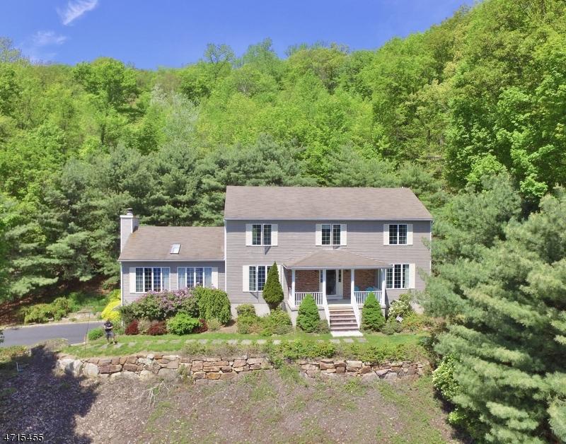 Частный односемейный дом для того Продажа на 18 Upper Lake Road Oak Ridge, Нью-Джерси 07438 Соединенные Штаты
