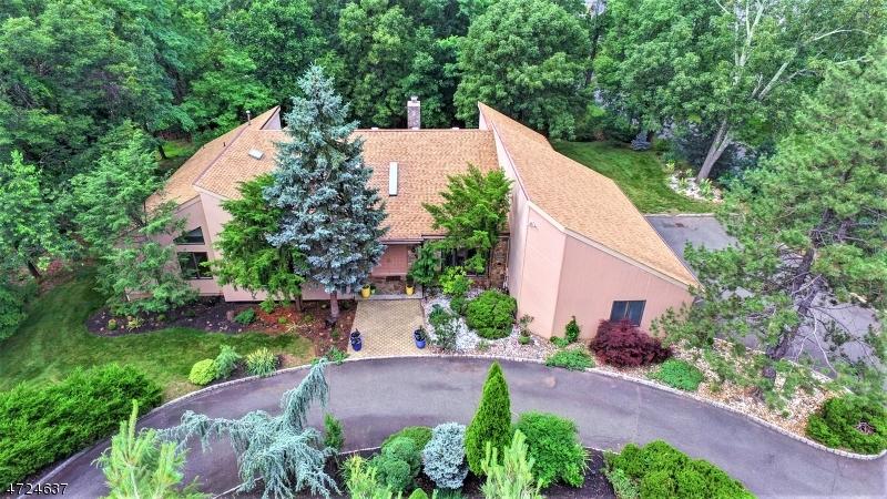 Частный односемейный дом для того Продажа на 173 Rock Rd W Green Brook Township, Нью-Джерси 08812 Соединенные Штаты