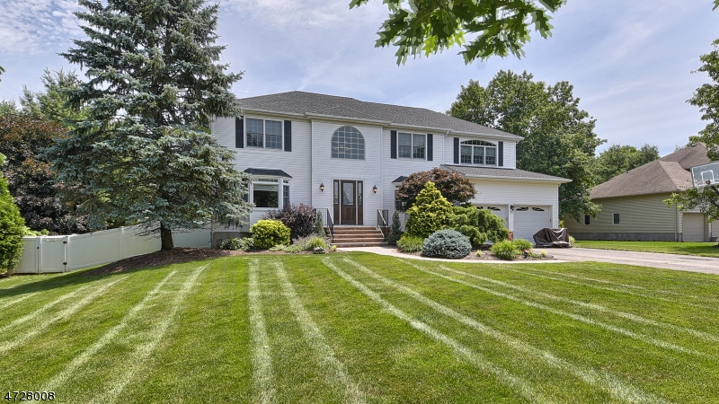 Single Family Home for Sale at 148 W Parkway Pequannock, 07444 United States
