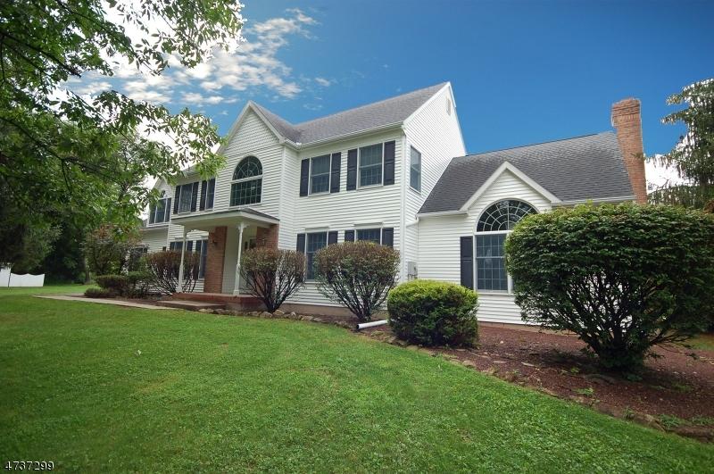 Maison unifamiliale pour l Vente à 261 Myler Road Bloomsbury, New Jersey 08804 États-Unis
