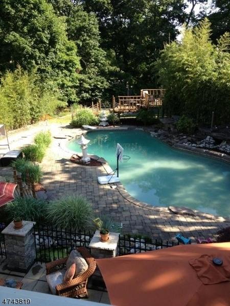 Maison unifamiliale pour l Vente à 23 BROOKHILL Place Little Falls, New Jersey 07424 États-Unis