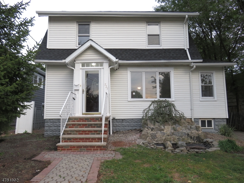 Casa Unifamiliar por un Venta en 727 Baltimore Avenue 727 Baltimore Avenue Roselle, Nueva Jersey 07203 Estados Unidos