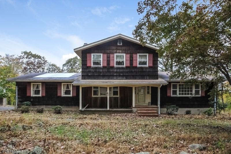 Single Family Home for Sale at 104 Old Driftway Lane 104 Old Driftway Lane Tewksbury Township, New Jersey 07830 United States
