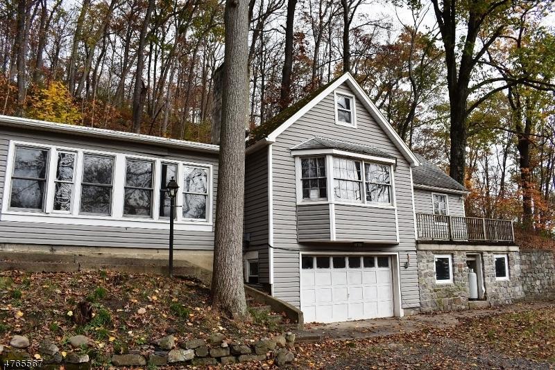 Maison unifamiliale pour l Vente à 19 Dogwood Road Hope, New Jersey 07825 États-Unis