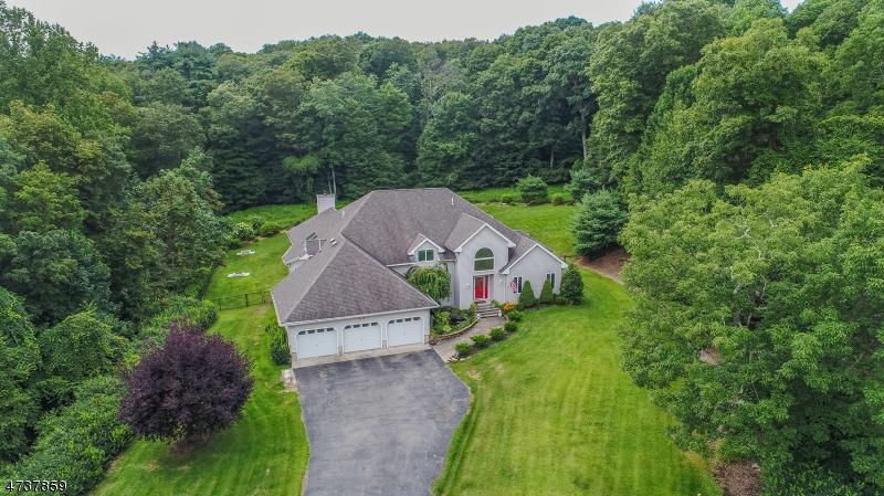 独户住宅 为 销售 在 11 Stonehedge Way 西米尔福德, 新泽西州 07480 美国