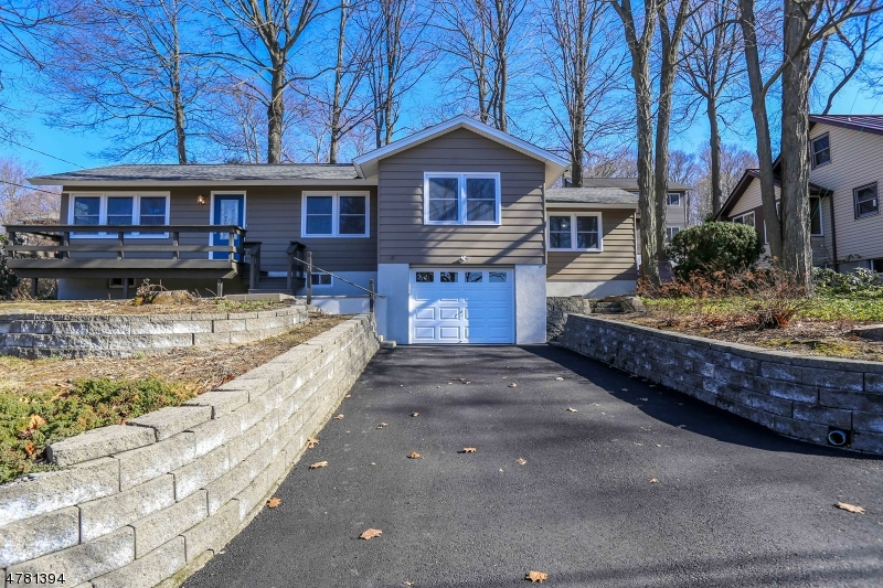 Single Family Home for Sale at 31 LAKE SHORE RD EAST 31 LAKE SHORE RD EAST Hardyston, New Jersey 07460 United States