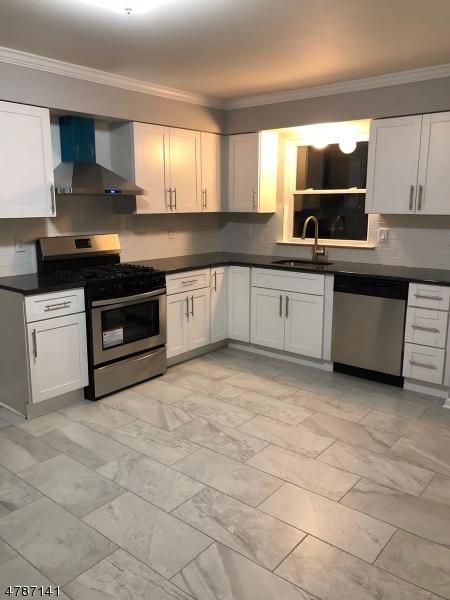 Maison avec plusieurs logements pour l Vente à 1021 Mopsick Avenue Linden, New Jersey 07036 États-Unis