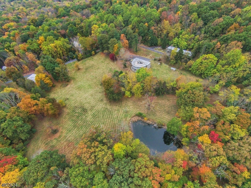 Maison unifamiliale pour l Vente à 2 Amackassin Road Blairstown, New Jersey 07825 États-Unis