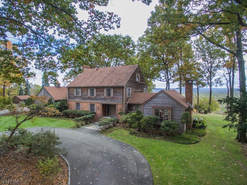 Maison unifamiliale pour l Vente à 33 HEWLETT Road Montville, New Jersey 07082 États-Unis