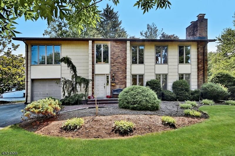 Частный односемейный дом для того Продажа на 500 FARVIEW Avenue Paramus, Нью-Джерси 07652 Соединенные Штаты