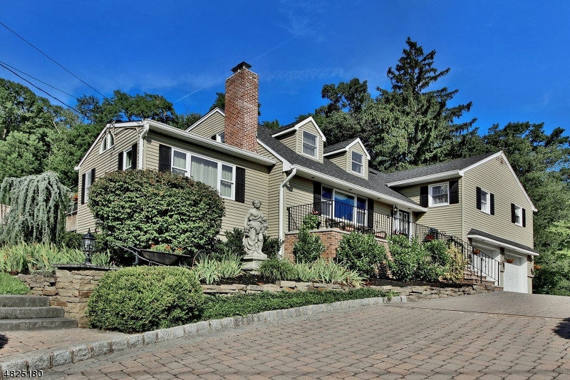 Casa Unifamiliar por un Venta en 94 EMELINE Drive Hawthorne, Nueva Jersey 07506 Estados Unidos