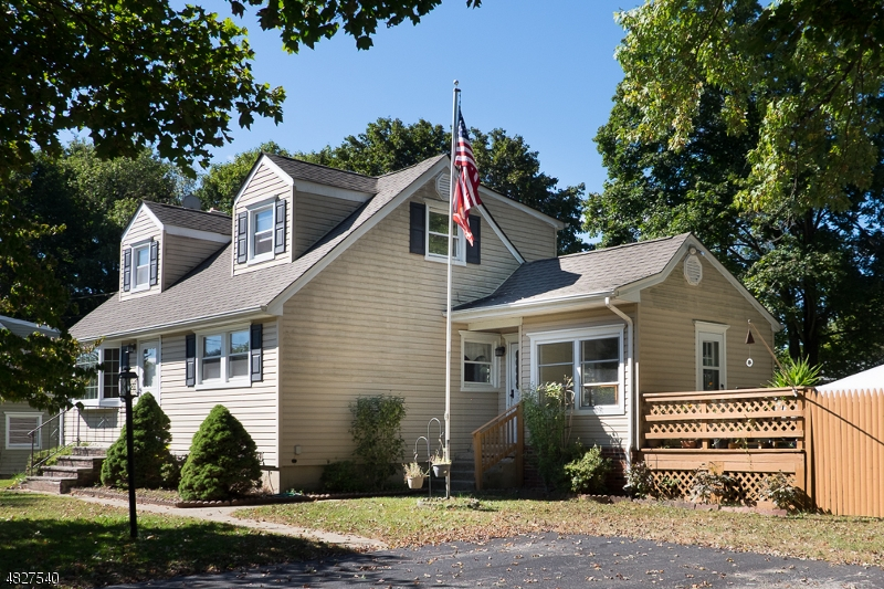 Casa para uma família para Venda às 17 LONGVIEW Road Andover, Nova Jersey 07860 Estados Unidos