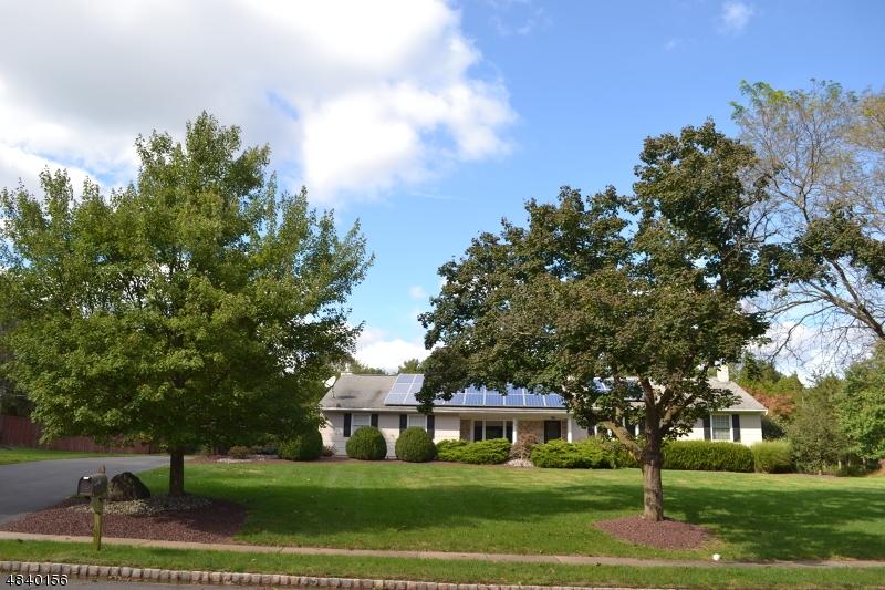 Частный односемейный дом для того Продажа на 22 CAMDEN Road Hillsborough, Нью-Джерси 08844 Соединенные Штаты