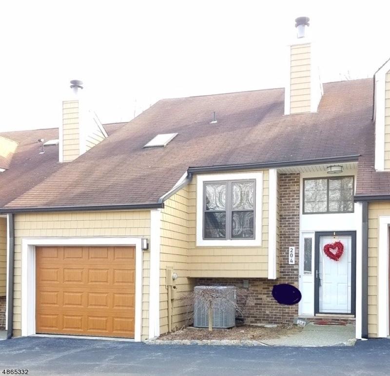 Property pour l Vente à 204 JOSEPH Lane Mine Hill, New Jersey 07803 États-Unis