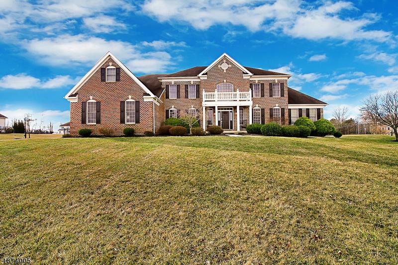 Villa per Vendita alle ore 2 CLARIDGE Lane Raritan, New Jersey 08822 Stati Uniti
