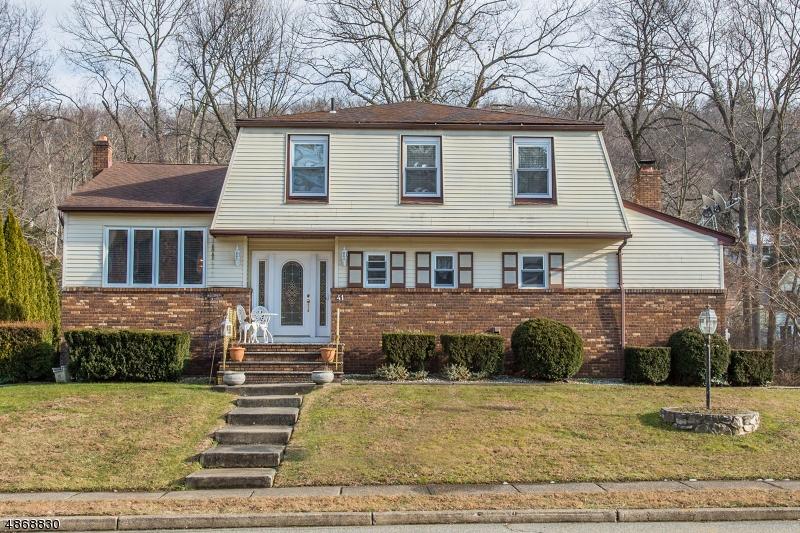 Частный односемейный дом для того Продажа на 41 North GATE Wanaque, Нью-Джерси 07465 Соединенные Штаты