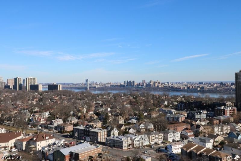Condo / Townhouse للـ Sale في Cliffside Park, New Jersey 07010 United States