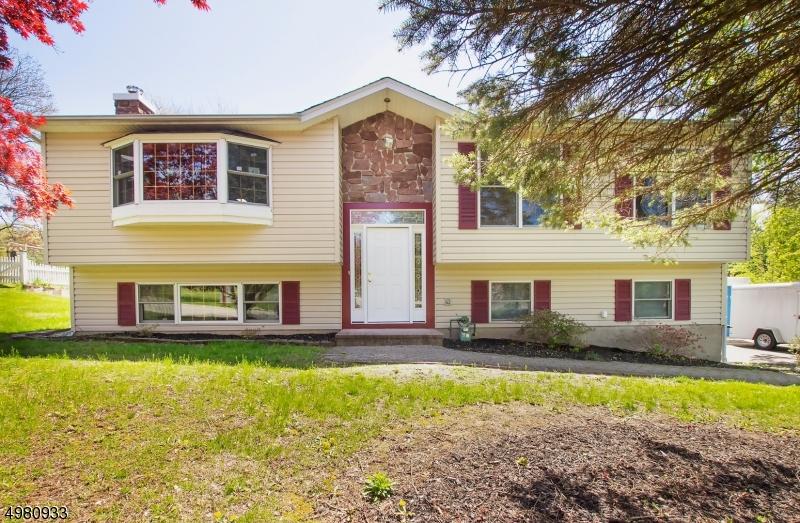 Single Family Homes 为 销售 在 哈克特斯镇, 新泽西州 07840 美国