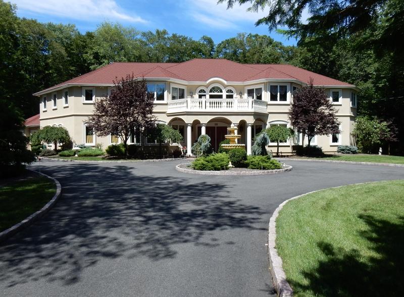 Maison unifamiliale pour l Vente à 35 Sauna Road Ramsey, New Jersey 07446 États-Unis