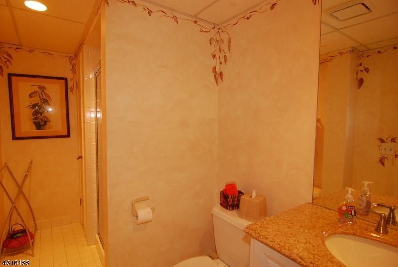 Additional photo for property listing at 88 Cummings Circle  West Orange, Нью-Джерси 07052 Соединенные Штаты