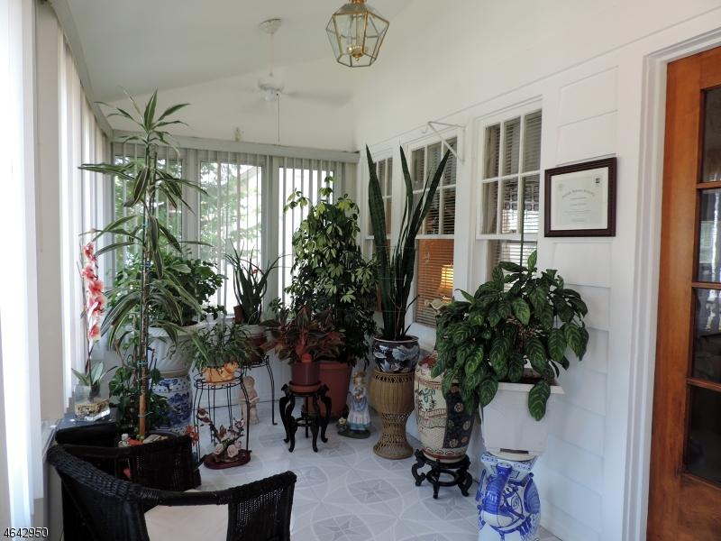 Casa Unifamiliar por un Venta en 49 Wharton Avenue Nutley, Nueva Jersey 07110 Estados Unidos