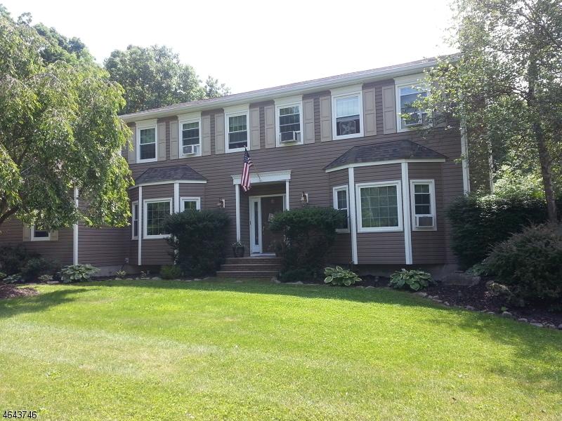 Частный односемейный дом для того Продажа на 11 Northfield Drive Sussex, Нью-Джерси 07461 Соединенные Штаты