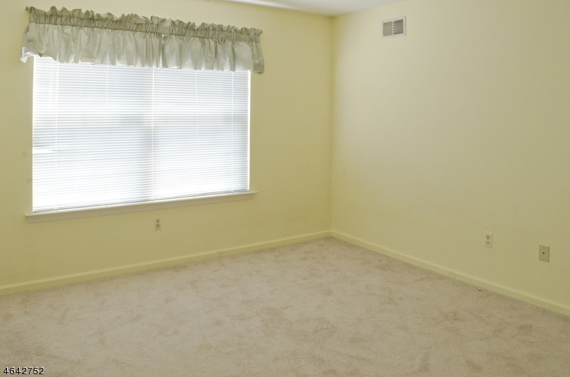 Additional photo for property listing at 68 Crestview Lane  Mount Arlington, New Jersey 07856 États-Unis