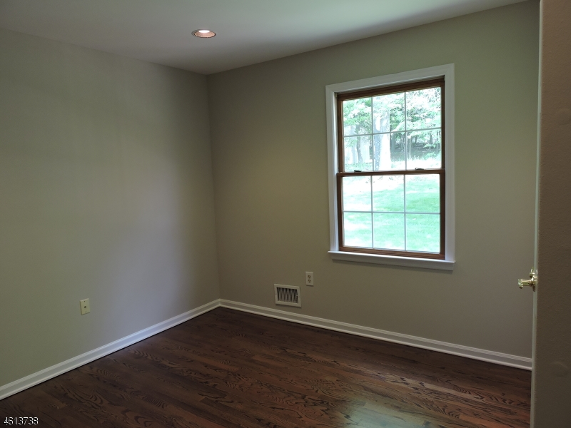 Additional photo for property listing at 2 GIBSON TERR  Bridgewater, New Jersey 08807 États-Unis