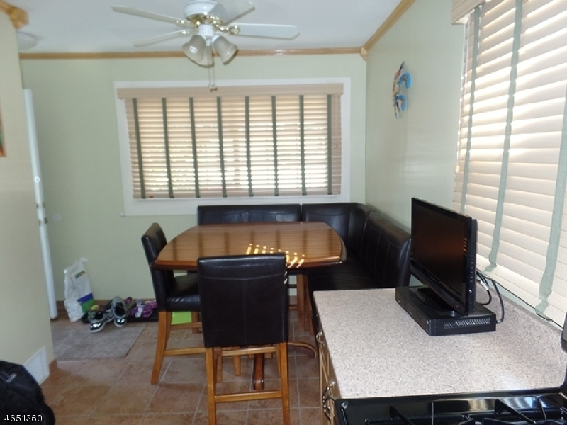 Additional photo for property listing at 53 West Street  North Arlington, New Jersey 07031 États-Unis