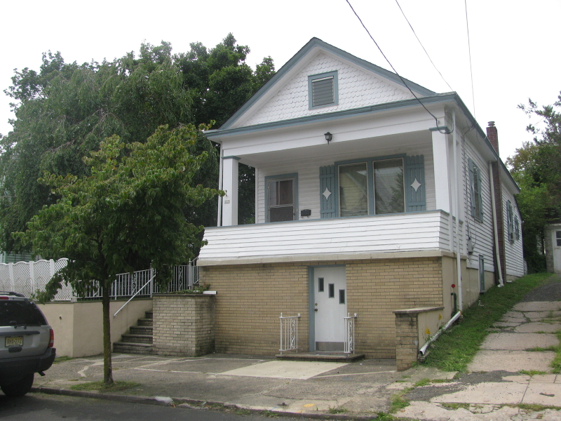 Additional photo for property listing at 327 MORRISSEE Avenue  Haledon, Нью-Джерси 07508 Соединенные Штаты