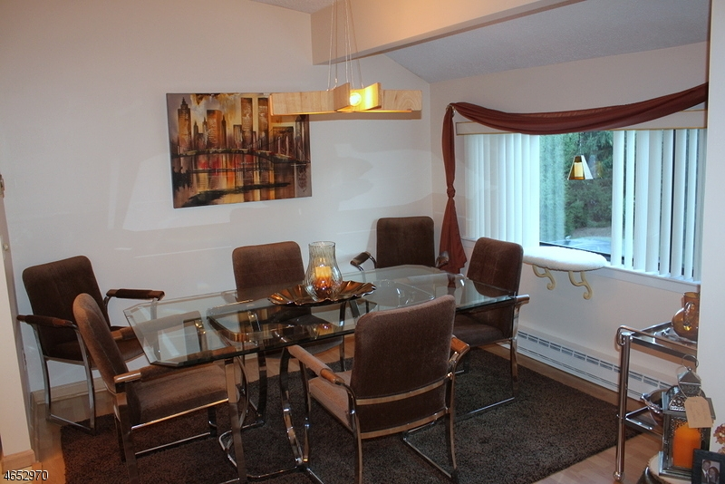 Additional photo for property listing at 8 The Crescent  Union, Нью-Джерси 08809 Соединенные Штаты